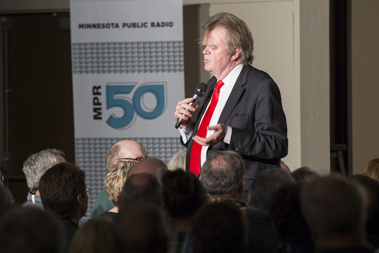 garrison keillor thesis university Iii keillor was born gary edward keillor in 1942 and grew up during the postwar years in two then-rural, now-suburban minnesota towns, anoka and brooklyn park, just northwest of minneapolis.