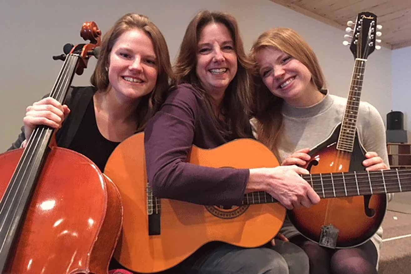 Lynnea Iverson '17 (left) with her sister Jenessa (right) and her mother, Kathy.