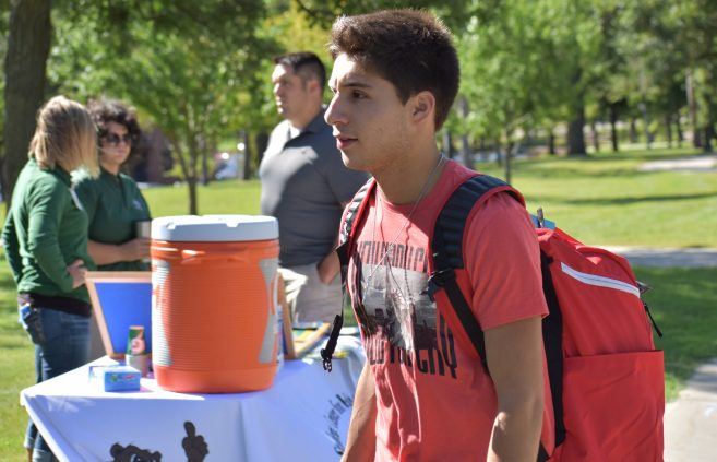 New student moving into the dorms during Move-In Day.