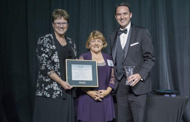 Suzanne (Aultman) Kringen '73 receives her Alumni Service Award.