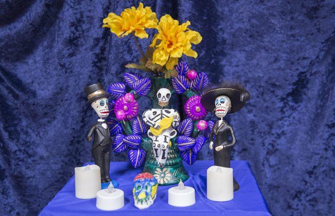 Día de los Muertos altar.