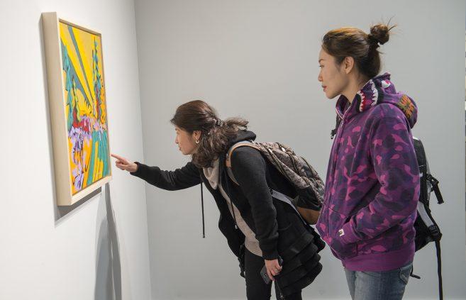 Students admiring Swenson's artwork.
