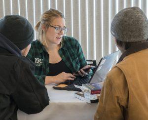 Transfer Advisor Chelsey Crotty assisting prospective students